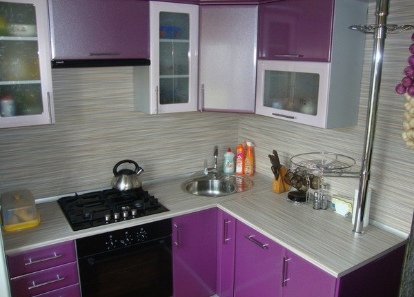 Простота и изящество маленькой кухни 4